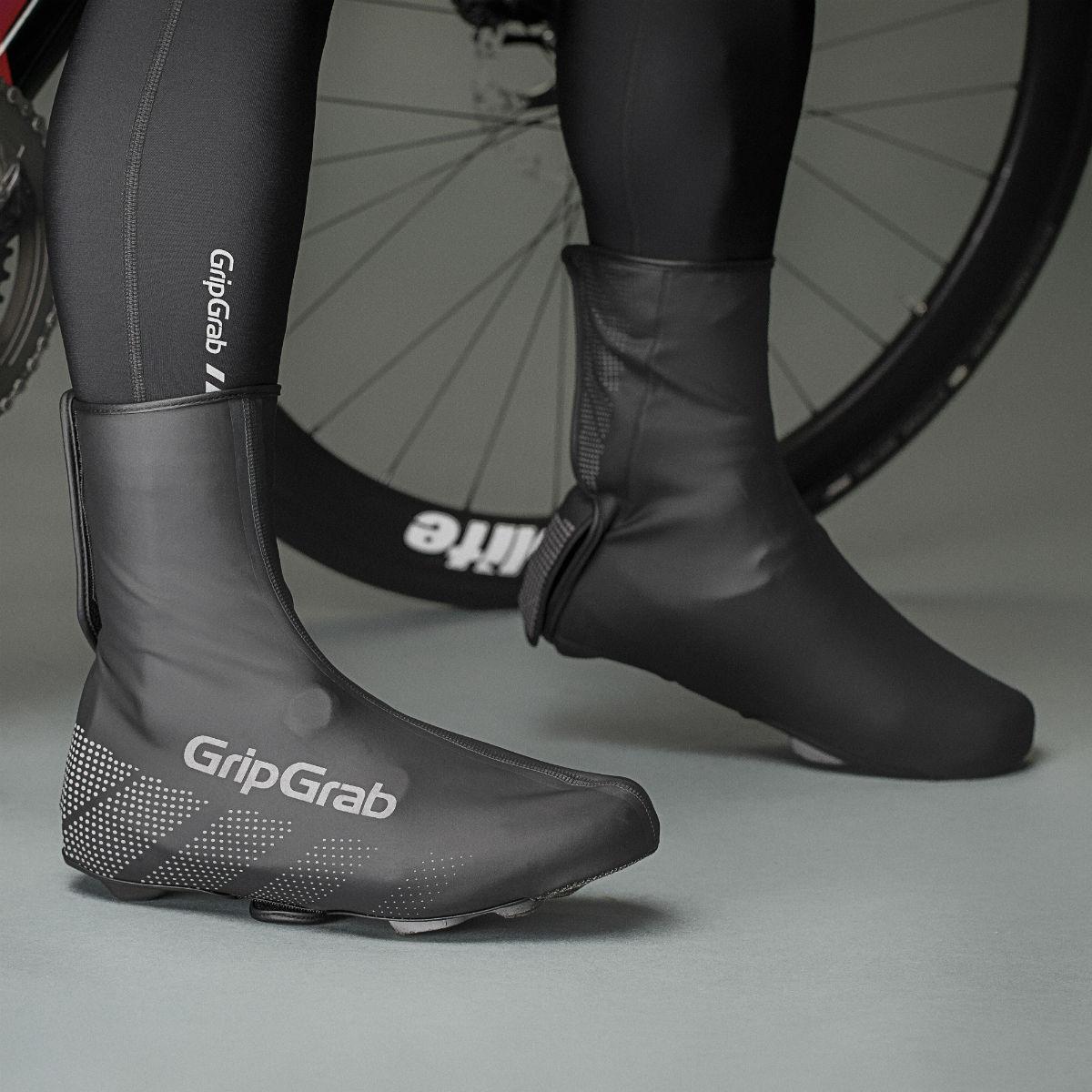 Overschoenen houden niet alleen de regen buiten, ze houden je geliefde fietsschoenen ook nog eens mooi!