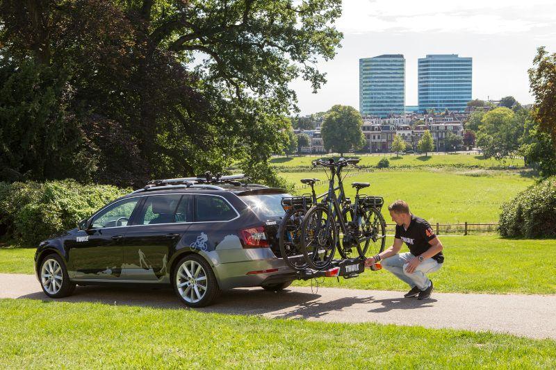 Op de meeste trekhaakdragers kun je minstens 2 elektrische fietsen vervoeren.