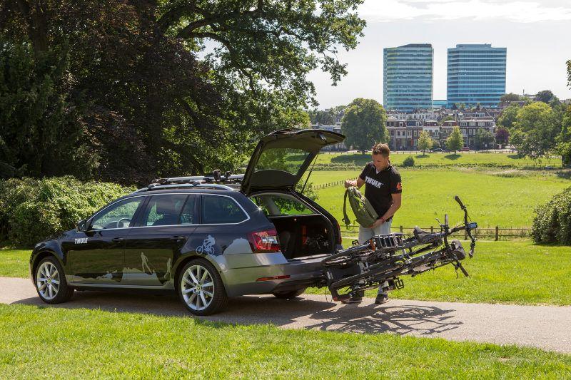 Vooral als je naar het buitenland op vakantie gaat is een kantelbare fietsendrager erg handig. Je kunt dan altijd bij je kofferbak.