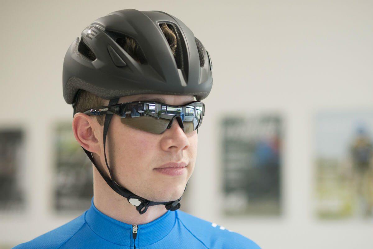 Een fietshelm is het belangrijkste onderdeel van je fietsoutfit.
