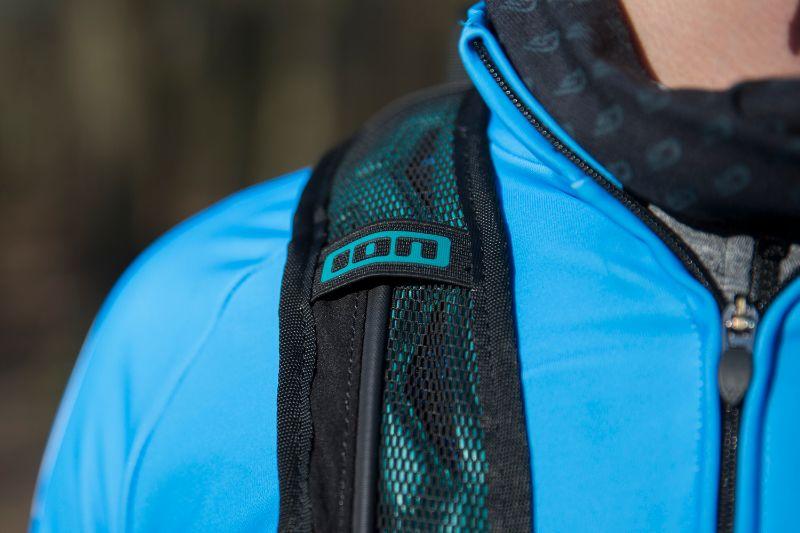 De schouderbanden van een goede fietsrugzak zijn extra breed voor optimaal comfort.