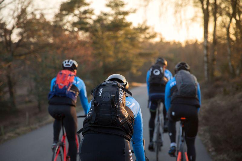 Een goede fietsrugzak hindert je niet tijdens het fietsen en zit comfortabel.