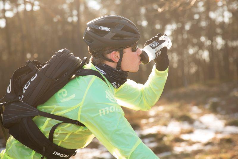 Op de racefiets heb je vaak ruimte genoeg voor bidons, dus dan is een fietsrugzak met waterreservoir niet nodig.
