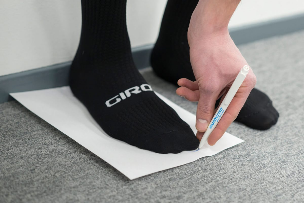 Shoe Size Recommendation - Use a pen to draw a line at the toe which sticks out the most at the front.