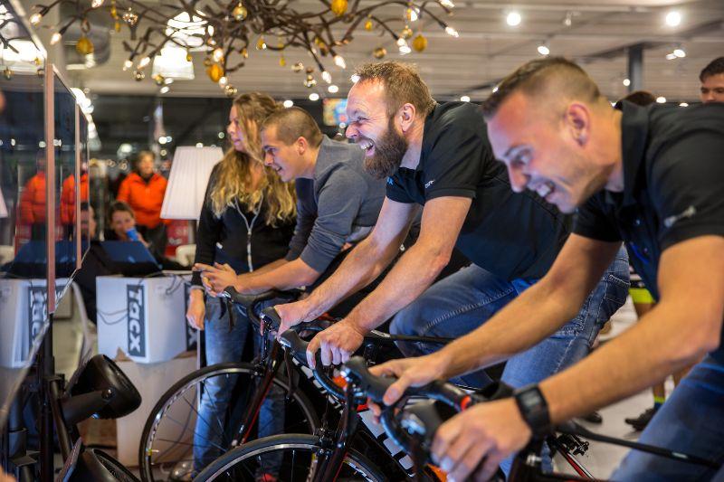 Lekker trainen, of een wedstrijd rijden, op een goede fietstrainer kan het allemaal.