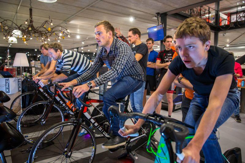 Op de fietstrainer kun je echt afzien als je er helemaal voor gaat.