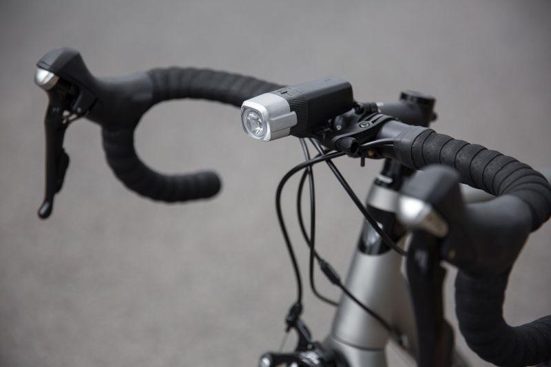 De BBB Strike 1000 levert een boel licht en gaat ook nog eens lang mee. Dit is een ideale lamp voor wie 's avonds of 's nachts wel eens op avontuur gaat.