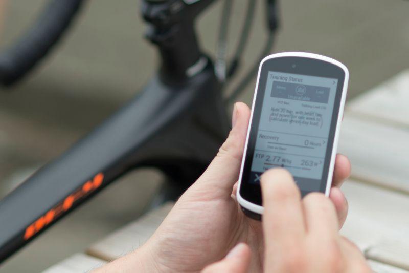 Certains compteurs de vélo, comme le Garmin Edge 1030, sont dotés d'un test FTP prêt à l'emploi. Cela vous permet de vous concentrer uniquement sur le meilleur résultat possible.