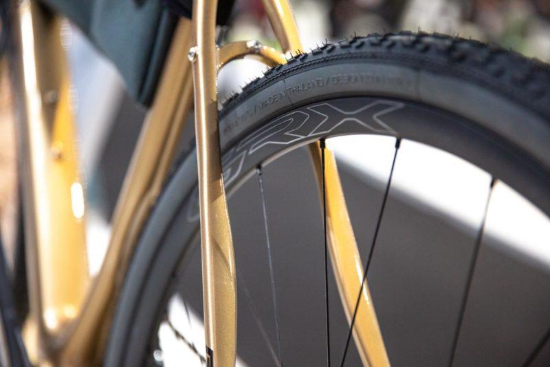 Racefiets wielen koopgids- Een lage velg heeft een laag gewicht.