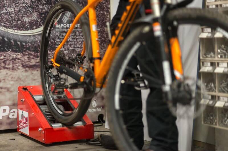 Il faut toujours roder les nouveaux plaquettes de freins sur votre vélo.