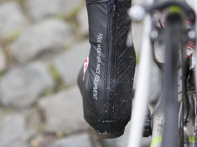 Winddicht, waterdicht en nog aerodynamisch voordeel ook? Met de juiste fiets overschoenen kan het allemaal.